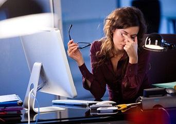 vista-cansada-por-el-trabajo